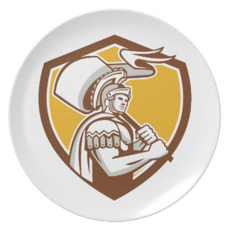 El centurión romano lleva el escudo de la bandera platos de comidas