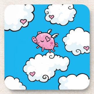 El cerdo del vuelo baila en el práctico de costa d posavasos