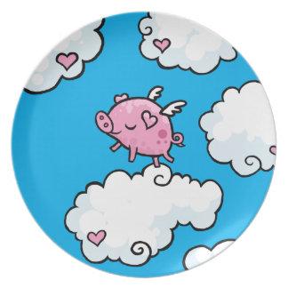 El cerdo del vuelo baila en la placa de las nubes plato