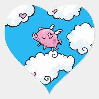 El cerdo del vuelo baila en las nubes pegatina en forma de corazón