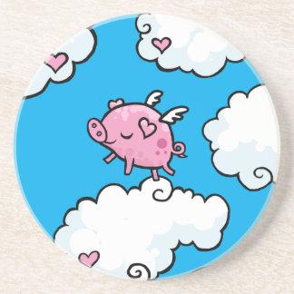 El cerdo del vuelo baila en las nubes posavasos para bebidas