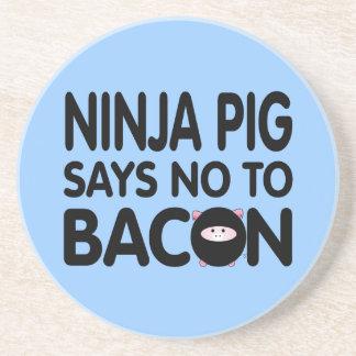 El cerdo divertido de Ninja dice no al tocino Posavaso Para Bebida