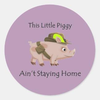 El cerdo este pequeño guarro no es hogar del pegatina redonda