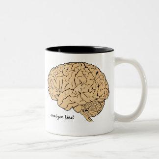 ¡El cerebro humano analiza esto! taza