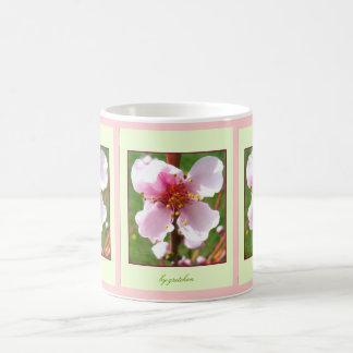 El cerezo florece taza del té del café 2 por
