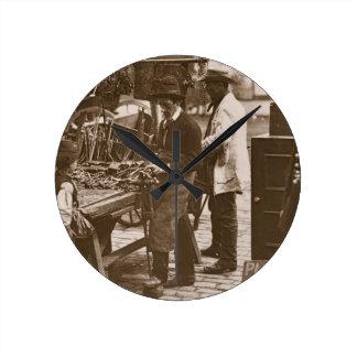 El cerrajero de la calle, a partir de la 'vida en  relojes de pared