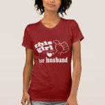 El chica ama a su marido camiseta