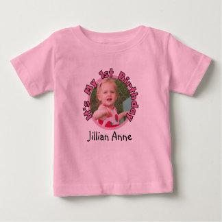 El chica añade la foto y nombra la 1ra camiseta playera