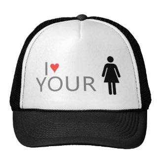 El chica anda en monopatín gorra