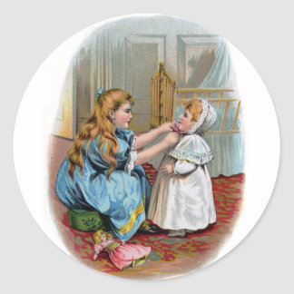 El chica ata el capo en bebé pegatina redonda