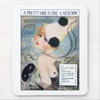 El chica bonito del vintage es como una melodía alfombrillas de ratón