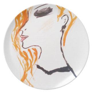 El chica con el pelo rojo. placas platos para fiestas