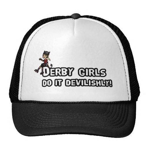 El chica de Derby lo hace diabólicamente Gorra