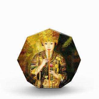 El chica de la cultura de Zhangbo Hmong es señora