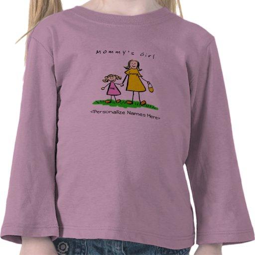El chica de la mamá - camiseta rubia de la madre y