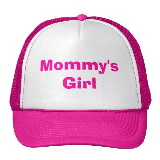 El chica de la mamá gorra