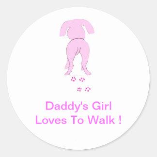 El chica de perro de los oídos del papá rosado pegatina redonda