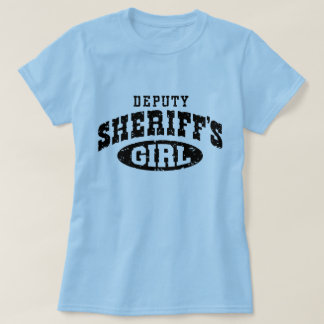 El chica del ayudante del sheriff polera