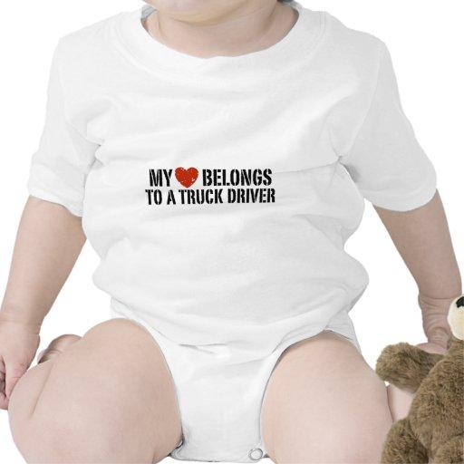 El chica del camionero traje de bebé