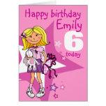 El chica del feliz cumpleaños personaliza la tarje tarjeton