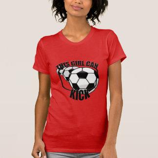 El chica del fútbol puede golpear la camiseta con