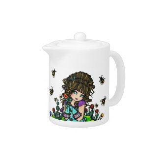 El chica del jardín manosea el pote del té de la a