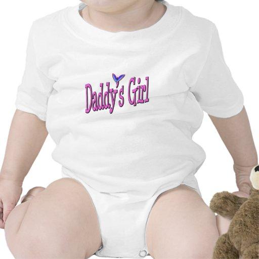 El chica del papá traje de bebé