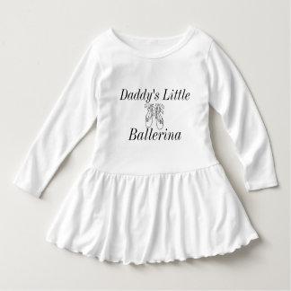 El chica del papá vestido