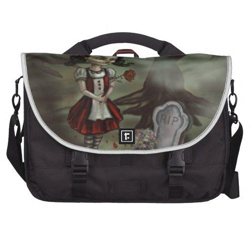 El chica del zombi encuentra amor verdadero en un  bolsas para portatil