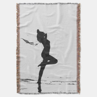 El chica desnudo artístico de la libertad en la manta