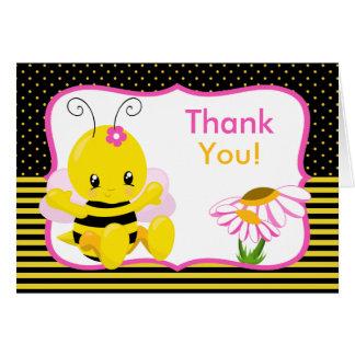 El chica dulce de la abeja del bebé le agradece tarjeta de felicitación