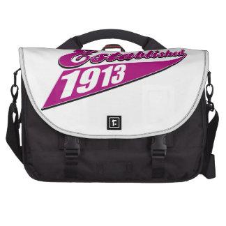 El chica estableció 100 bolsas para portatil