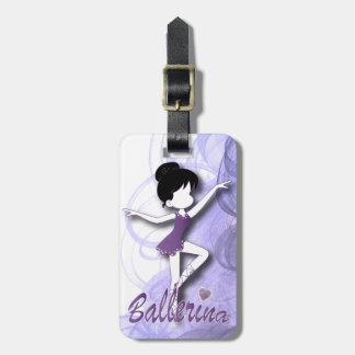 El chica púrpura lindo adorable de la bailarina el etiquetas de equipaje