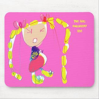 El chica que el niño dibuja tapetes de ratón