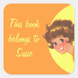 El chica retro este libro pertenece a colcomanias cuadradass