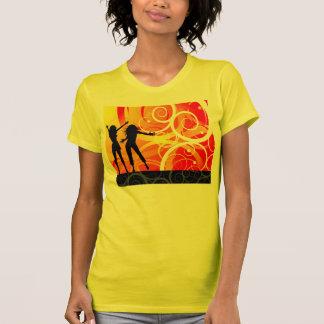 El chica siluetea el baile en el fondo de remolino camiseta