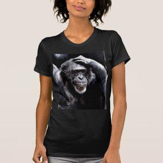 el chimpancé piensa diferente y profundamente camisetas