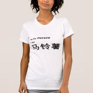 """El chino le simplificó """"dice la patata"""" que decía camiseta"""