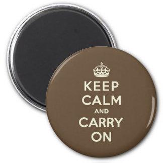 El chocolate con leche guarda calma y continúa imán redondo 5 cm