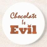 El chocolate es malvado posavaso para bebida