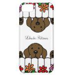 El chocolate Labrador que le mira florece