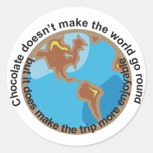 El chocolate no hace que el mundo va alrededor pegatina redonda