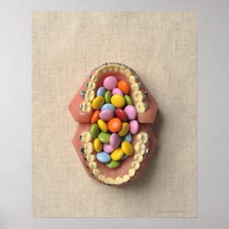 El chocolate servido en el modelo dental póster