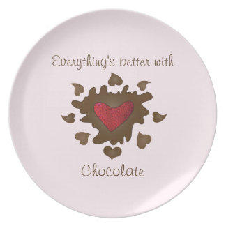 El chocolate sumergió el corazón de la fresa platos para fiestas