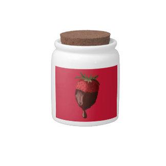 El chocolate sumergió el tarro de la fresa platos para caramelos