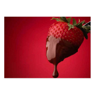 El chocolate sumergió la fresa plantilla de tarjeta personal