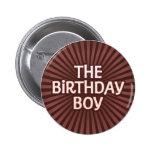 El chocolate trabaja al muchacho del cumpleaños pins