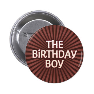 El chocolate trabaja al muchacho del cumpleaños pin redondo 5 cm