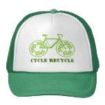 El ciclo recicla los gorras