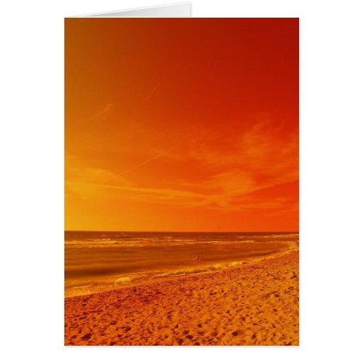 El cielo anaranjado resuelve el mar felicitacion